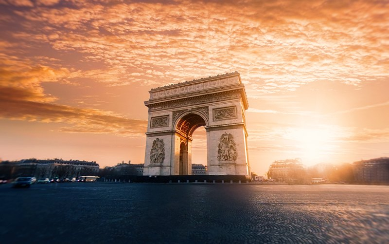How to Book a Business Class Flight to Paris for Cheap
